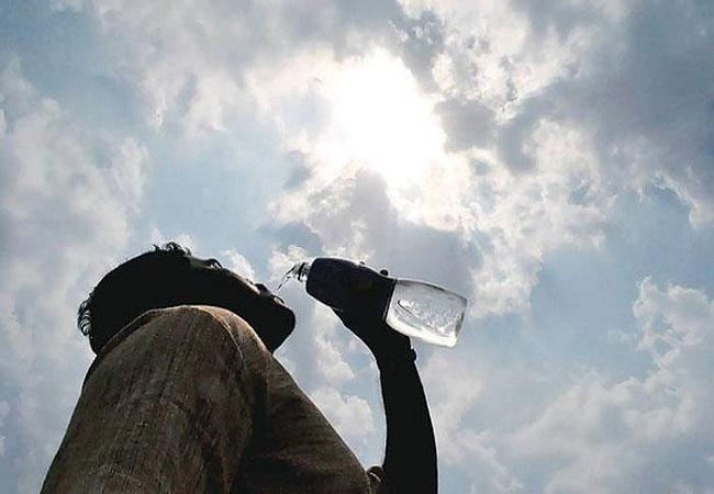 রেকর্ড ছাড়িয়ে তাপমাত্রা উঠল ৪০.৩ ডিগ্রিতে