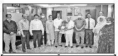 জাতীয় অধ্যাপক হিসেবে নিয়োগ পাওয়ায় হামদর্দ ট্রাস্টি বোর্ডের দুই সদস্যকে ফুলেল শুভেচ্ছা