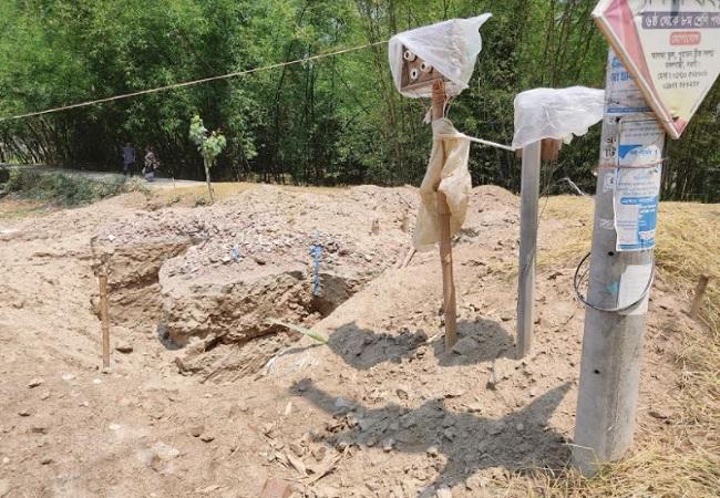 বদলগাছীতে সরকারি কবরস্থানে অবৈধভাবে মন্দির নির্মানের অভিযোগ