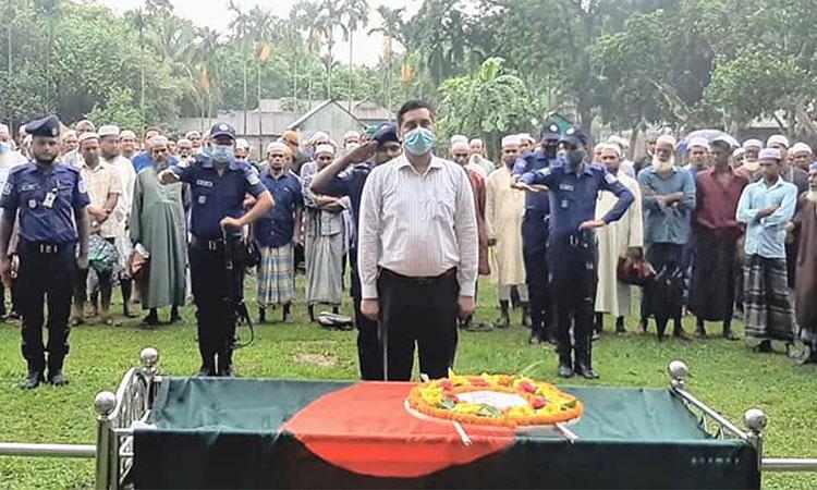 গৌরীপুরে রাষ্ট্রীয় মর্যাদায় মুক্তিযোদ্ধা আব্দুর রশিদের দাফন সম্পন্ন