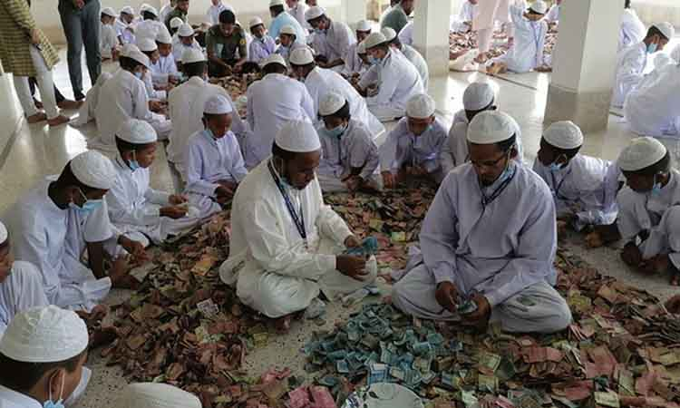 কিশোরগঞ্জে মসজিদের দানবাক্সে মিলল ১২ বস্তা টাকা