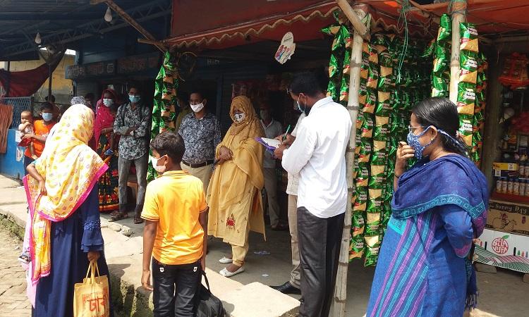 নাচোলে বিধিনিষেধের ৫ম দিনে ২৩ মামলায় ৪২০০টাকা জরিমানা