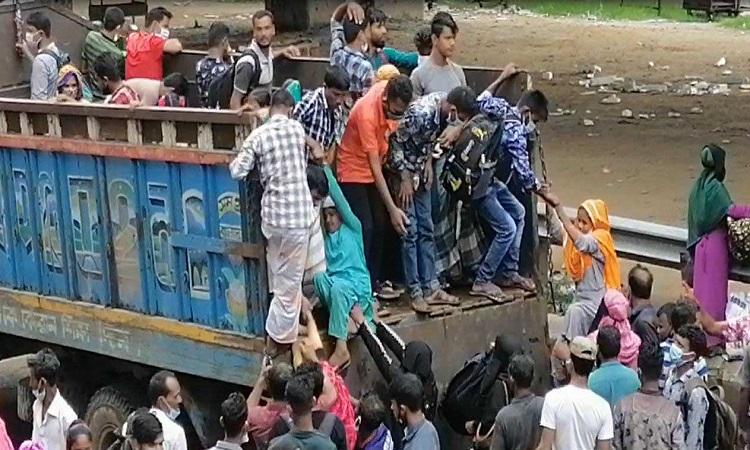 গাজীপুরে মহাসড়কে জনস্রোত, সীমাহীন ভোগান্তি