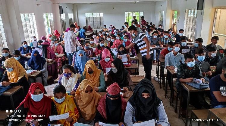 দিরাইয়ে কলেজ শিক্ষার্থীদের মাঝে ছাত্রদলের সুরক্ষা সামগ্রী বিতরণ
