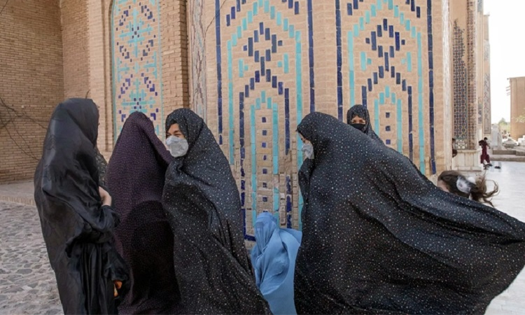 আফগান নারী বিষয়ক মন্ত্রণালয়ে নারীদেরই ঢুকতে বাধা