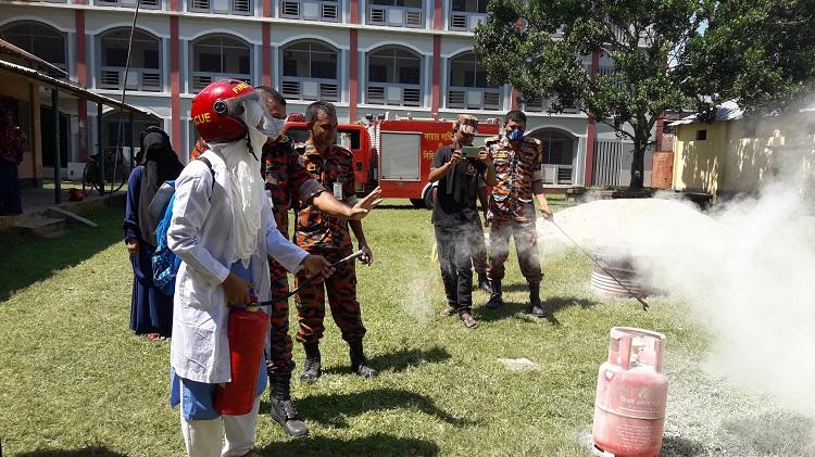রংপু বিরামপুরে অগ্নি নির্বাপণ উদ্বুদ্ধকরণ মহড়া অনুষ্ঠিত