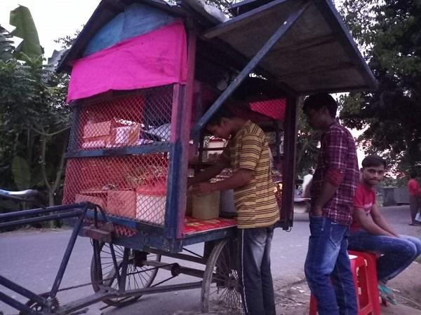 বোয়ালমারীতে স্কুলছাত্রের কাঁধে সংসারের দায়িত্ব