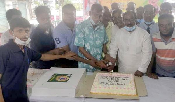 প্রধানমন্ত্রীর জন্মদিনের কেক  কাটল জেলা কৃষক লীগ