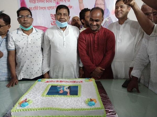 মোল্লাহাটে শেখ হাসিনার জন্ম বার্ষিকীতে কেককাটা, আলোচনা সভা ও দোয়া মাহফিল অনুষ্ঠিত